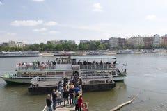 Bezienswaardigheden bezoekende boot, Boedapest Stock Foto