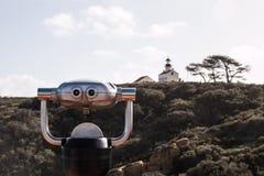 Bezienswaardigheden bezoekende Verrekijkers en Oud Punt Loma Lighthouse Royalty-vrije Stock Foto's