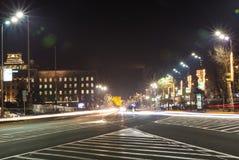 Bezig verkeer bij de straten van Belgrado ` s - Belgrado, Servië stock afbeelding