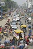 Bezig verkeer bij het centrale deel van de stad in Dhaka, Bangladesh royalty-vrije stock foto's