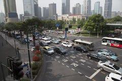 Bezig verkeer in de stad van Shanghai Stock Fotografie