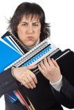 Bezige bedrijfsvrouw die gestapelde dossiers draagt Stock Foto's