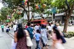 Bezige Boomgaardweg tijdens Kerstmis in Singapore Stock Afbeelding