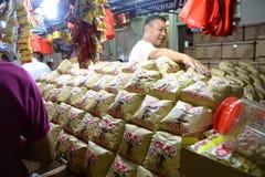 Bezige Chinatown ter voorbereiding van Chinees Nieuwjaar Stock Afbeeldingen