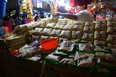 Bezige Chinatown ter voorbereiding van Chinees Nieuwjaar Royalty-vrije Stock Foto's