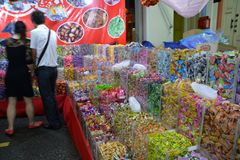 Bezige Chinatown ter voorbereiding van Chinees Nieuwjaar Stock Foto's