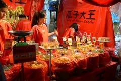 Bezige Chinatown ter voorbereiding van Chinees Nieuwjaar Royalty-vrije Stock Afbeeldingen