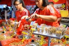 Bezige Chinatown ter voorbereiding van Chinees Nieuwjaar Stock Fotografie