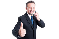 Bezige en zekere bedrijfsmens die duim tonen Royalty-vrije Stock Afbeeldingen