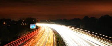 Bezige het verkeersmotie van de tnighttijd blurr Stock Fotografie