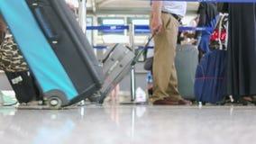 Bezige internationale luchthaven stock video