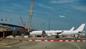 Bezige luchthaven - bouw en het ontwikkelen zich.   Royalty-vrije Stock Afbeelding