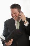 Bezige mens op telefoon Stock Foto
