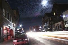 Bezige straat in de nacht stock foto
