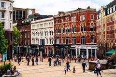 Bezige straat in het stadscentrum van Birmingham, het UK Overvolle Straten royalty-vrije stock fotografie