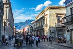 Bezige Straat in Oaxaca stock foto's