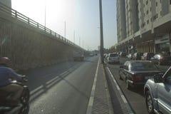 Bezige straat van Doubai in de middagtijd Stock Fotografie