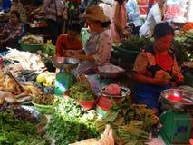 Bezige straten van Phnom Penh - hoofdstad van Kambodja stock fotografie