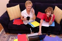 Bezige vrouwen die van huis werken Royalty-vrije Stock Afbeelding