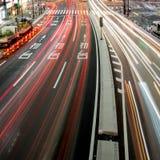 Bezige weg bij nacht in Tokyo, Japan Stock Foto