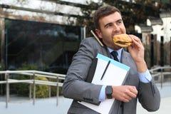Bezige zakenman die, en lunch gelijktijdig lopen roepen hebben stock fotografie