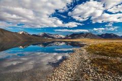 Bezinning in bergmeer, Chukotka, Rusland Royalty-vrije Stock Afbeeldingen