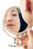 Bezinning in een spiegel Royalty-vrije Stock Afbeeldingen