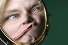 Bezinning in een spiegel Royalty-vrije Stock Foto's