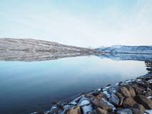Bezinning in Heiðarvatn Seyðisfjörður IJsland stock afbeeldingen