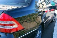 bezinning over een zwarte auto Stock Afbeeldingen