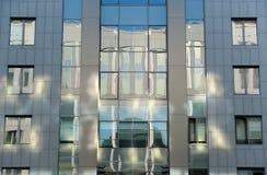 Bezinning over het voorgevelgebouw Royalty-vrije Stock Foto's
