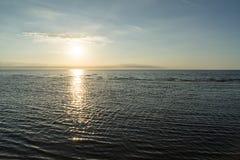 Bezinning van de zon in het overzees Stock Fotografie