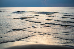 Bezinning van de zon in het overzees Royalty-vrije Stock Afbeelding