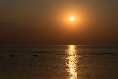 Bezinning van de zon in het overzees Royalty-vrije Stock Foto