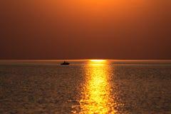 Bezinning van de zon in het overzees Stock Afbeelding