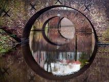Bezinning van drie bruggen in water van een kanaal Royalty-vrije Stock Afbeelding
