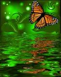 Bezinning van een vlinder in het water bij terug het gloeien Royalty-vrije Stock Foto's