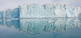 Bezinning van gletsjer royalty-vrije stock afbeeldingen
