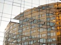 Bezinning van het bureaugebouw stock foto