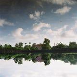 Bezinning van het huis op het water Stock Foto