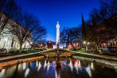 Bezinning van het Monument van Washington van de vijver in Onderstel Ver stock foto's