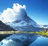 Bezinning van Matterhorn in meer Riffelsee Royalty-vrije Stock Foto's