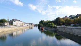 Bezinningen in de rivier van Sarthe in Le Mans, Frankrijk stock videobeelden