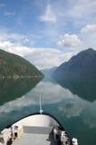 Bezinningen in Fjaerlandsfjord, Noorwegen Royalty-vrije Stock Foto