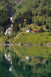 Bezinningen in Fjaerlandsfjord, Noorwegen Stock Foto