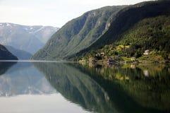 Bezinningen in Hardangerfjord, Noorwegen Royalty-vrije Stock Foto