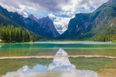 Bezinningen over water van Meer Dobbiaco Royalty-vrije Stock Afbeelding