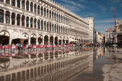 Bezinningen in Venetië stock foto's