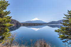 Bezinningsscène van Mt.Fuji bij Motosu-Meer Stock Fotografie