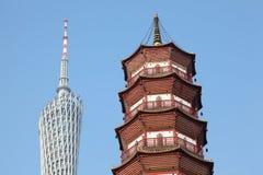 Bezirk-Kontrollturm und Blumen-Pagode des Tempels Stockbilder
